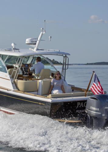 The Surfhunter 29 Impresses at BoatTest.com