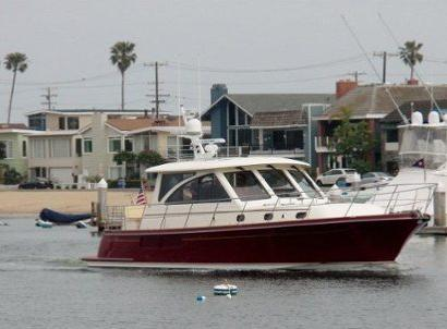 Admirer in Newport Harbor, California – Hunt 52